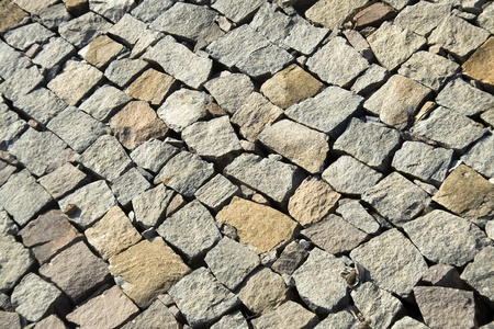 unequal: Diagonal pattern of layered, unevenly dressed, stone wall