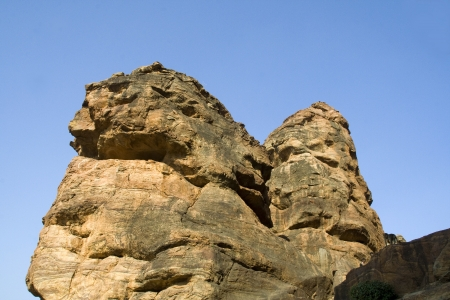 gigantesque: Rochers gigantesques sur la Colline du Sud � Badami, Karnataka, en Inde, en Asie