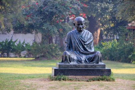 gandhi: Sitting posture statue of Mahatma Gandhi at Sabarmathi Ashram, Ahmedabad, Gujarath, India, Asia