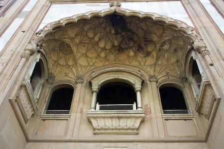Vue de dessous de galeries de balcon � l'entr�e de Humayun