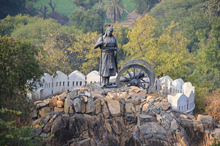 hillock: Statue of soldier holding spear standing near cannon on hillock near Pratap Smarak, Udaipur, Rajasthan, India, Asia