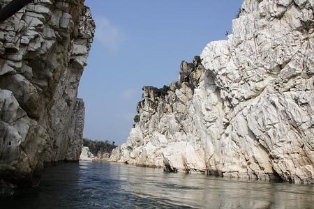 madhya pradesh: Awesome spectacle of Marble Rocks during boat cruise on River Narmada in Bedaghat near Jabalpur Madhya Pradesh India Asia Stock Photo