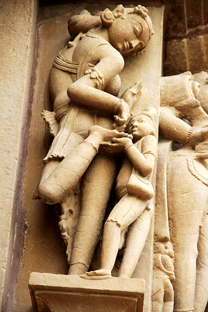 madhya: Statue of lady gracefully showing painting on her foot at Lakshman Temple under Western Group of Temples in Khajuraho, Madhya Pradesh, India, Asia Stock Photo