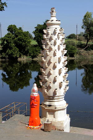pradesh: Bathing ghat and lamp pillar on the banks of river Shipra at Siddhavat near Ujjain, Madhya Pradesh, India, Asia Stock Photo