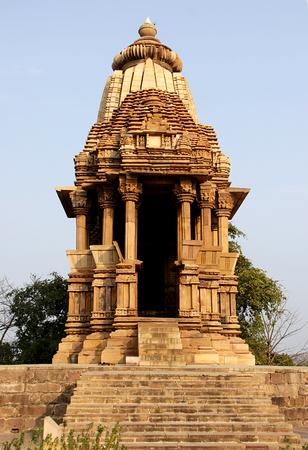 Frontal view of Chaturbhuj Temple, Khajuraho, Madhya Pradesh, India, Asia Banco de Imagens - 47286423