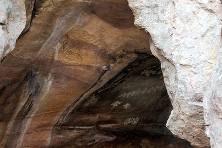 madhya pradesh: Artwork of primitive cave dwellers at Bhimbetka Caves near Bhopal, Madhya Pradesh, India, Asia