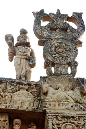 bhopal: Details on top front view of north gateway of Stupa-1 at Sanchi, near Bhopal, Madhya Pradesh, India, Asia Stock Photo