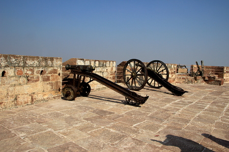 positioned: Two guns positioned at openings at parapet of terrace of Meharongarh Fort in Jodhpur, Rajasthan, India, Asia