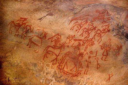 pintura rupestre: Las pinturas en la pared de cuevas son la indicación del talento artístico expresado por habitantes de las cuevas primitivas en Bhimbetka cerca de Bhopal en Madhya Pradesh, India, Asia