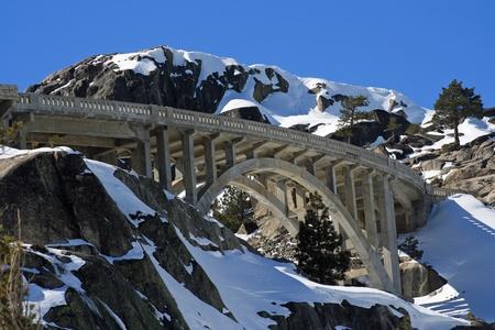 ドナー湖高速道路 40 シーニックバイウェイ ドナー頂上上の橋 写真素材