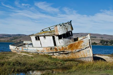 古い難破したボート