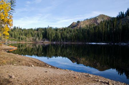 リンジー ・ レイク ・ タホ国有林カリフォルニア