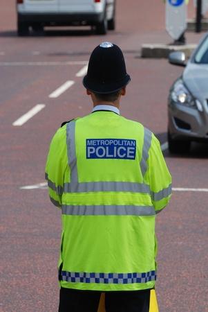 patrol cop: Oficial de polic�a de Londres que supervisa el tr�fico  Foto de archivo