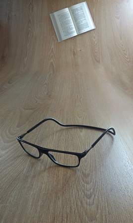 Glasses and book Imagens