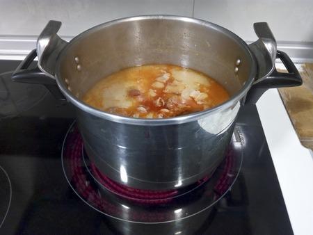 Cooking Asturian Fabada, typicall spanish dish Imagens