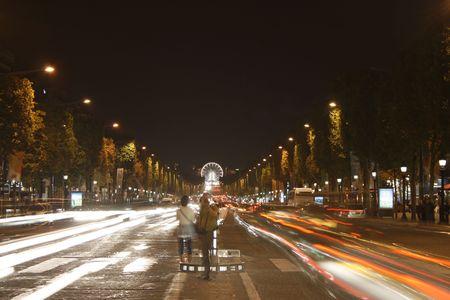 champs: LAvenue des Champs Elys�es looks towards the Louvre
