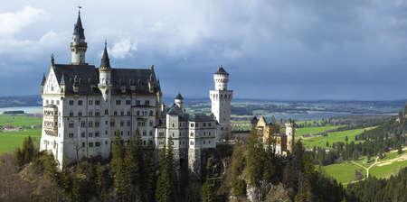 schloss: view of castle Neuschwanstain, Germany