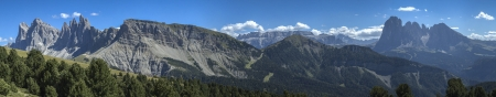 odle: Overview Odle and Sassolungo in the Dolomites - Italy Stock Photo