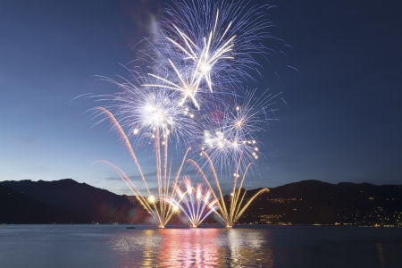 Fuochi d'artificio sul Lago Maggiore, Luino - Italia
