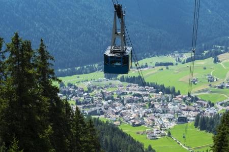 Cableway and panoramic views of Vigo di Fassa from Ciampedié, Dolomiti Standard-Bild
