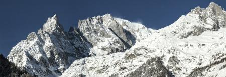 courmayeur: Panorama de Mont Blanc de Courmayeur, Valle de Aosta - Italia