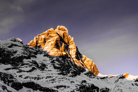 sundown over the mount Cervino in a winter afternoon, Breuil-Cervinia 版權商用圖片