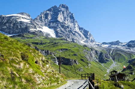 Landscape on the mountains Cervino from the path near the chapel of alpines in a beautiful summer day Archivio Fotografico