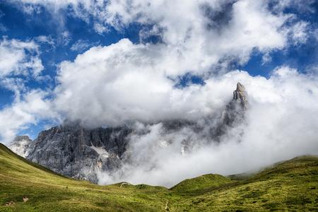 vista panoramica della Pale di San Martino da Passo Rolle, Dolomiti - Italia Archivio Fotografico