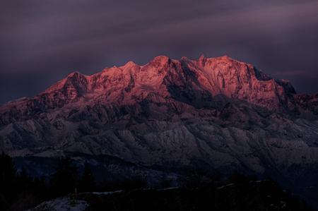 Primi raggi di sole in cima del Monte Rosa Archivio Fotografico