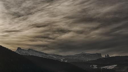 colori pastello al tramonto sopra l'Alpe di Siusi su un blocco di pomeriggio di gennaio