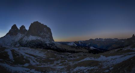 Gruppo di Sassolungo al tramonto visto da Passo Sella in una stagione invernale, Trentino-Alto Adige - Dolomiti