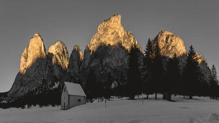 First rays of Sun over the summit of mountains of Vallunga in the Dolomites, Selva di Val Gardena - Trentino-Alto Adige, Italy Archivio Fotografico