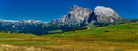 Great landscape of Alpe di Siusi in summer season with snow on the top of mountains, trentino-Alto Adige, Italy Standard-Bild