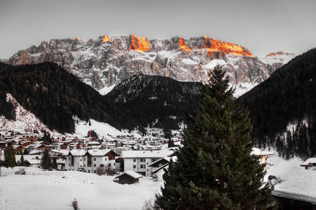 last rays of Sun over the top of Sella Groupin winter end of the day 版權商用圖片