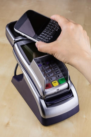 Contactless Pay with NFC Enabled Mobile Phone Imagens