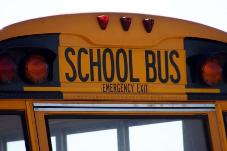dilsiz: Close up on a school bus sign