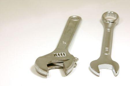 두 종류의 렌치