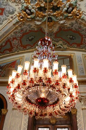 dilsiz: Chandelier in Dolmabahce Palace in Istanbul Turkey