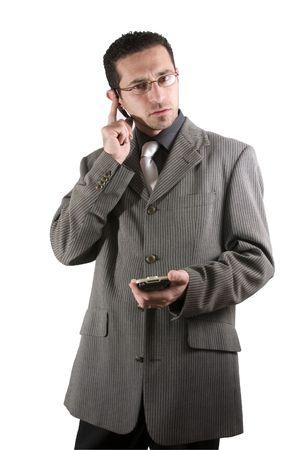sarc�stico: Hombre de negocios en el tel�fono con PDA a disposici�n y un auricular