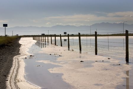 Fence in the Salt Lake in Summer in Utah with Clear Blue Skies Archivio Fotografico