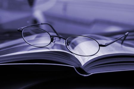 Glasses and the Magazine - Close Up Standard-Bild