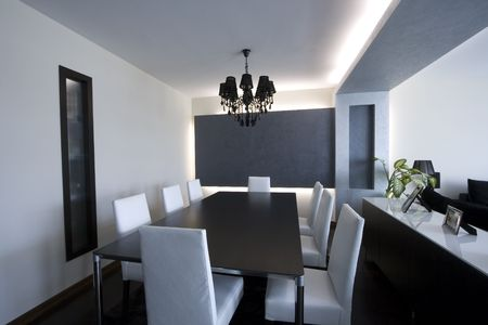 Trendy Modern Dining Room and Dinner Table Stockfoto