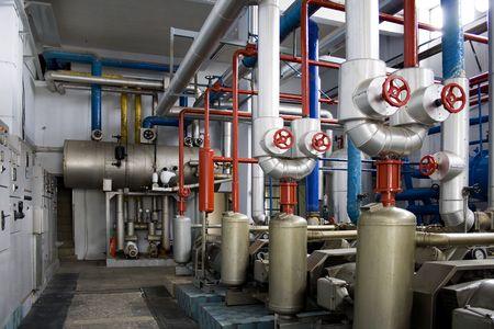 alternateur: G�n�rateurs de taille industrielle dans une usine de salle des machines