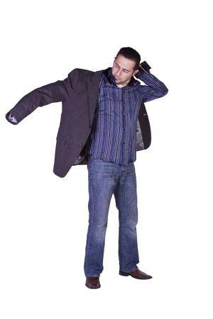 準備 - 孤立した背景に彼のジャケットを置くカジュアルな男