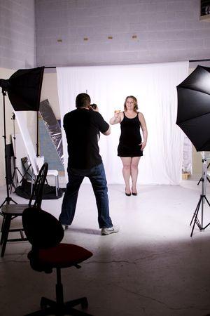 Fotograaf Foto's maken van een model in de Studio Stockfoto - 6878451