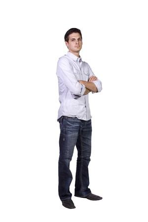 Casual Man met zijn armen gekruist Posing - geïsoleerde achtergrond Stockfoto