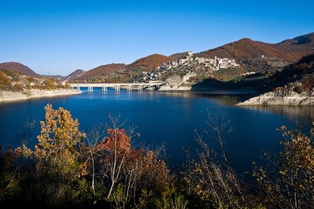tora: View of Castel di Tora and Turano lake in beautiful autumnal colors
