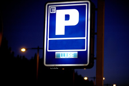 forniture: Parking sign at night Stock Photo