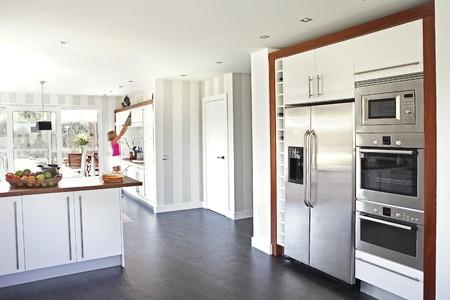 Keuken en eet kamer weer te geven.  Stockfoto