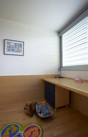 wood panelled: Vacant room with built in desk toys and floor mat